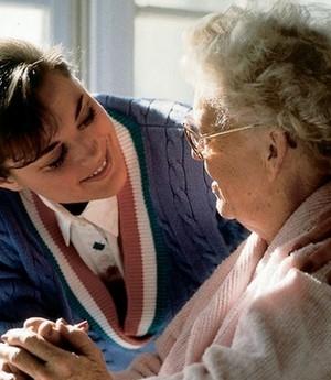 Aposentados que precisam de acompanhamento poderão ter acréscimo no benefício