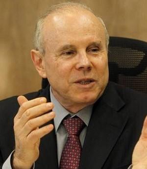 Mantega diz que inflação alta causa prejuízo a trabalhador que tem dinheiro no FGTS