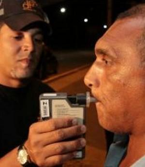 Projeto de lei prevê teste de bafômetro para motoristas de ônibus de Pernambuco
