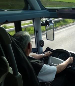 Justiça mantém indenização para motorista que excedia velocidade por pressão dos fiscais da empresa