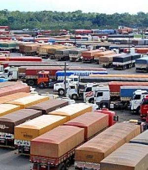 IBGE: setor de serviços tem crescimento e transporte rodoviário acompanha