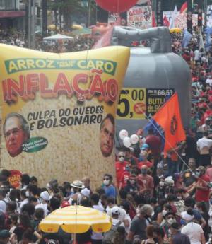 Manifestantes ocupam 10 quarteirões da Paulista no #2OutForaBolsonaro