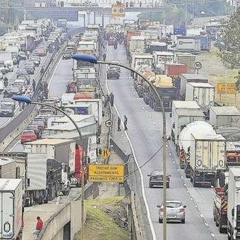 http://www.fttresp.org.br/noticia/entenda-como-o-brasil-ficou-dependente-dos-caminhoes