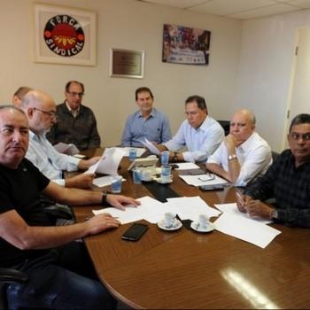 http://www.fttresp.org.br/noticia/nota-das-centrais-sindicais-em-apoio-aos-petroleiros-fortalecimento-da-democracia-e-do-movimento-sindical